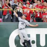 【野球】広島ファンは汚い!守備妨害までして勝ちたいのか!中日ファン激おこ!!【ビデオ判定で妨害認められず】