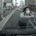 【悲報】「殺して・・・」走ってる車に生身で突っ込んでくる当たり屋少女が話題!